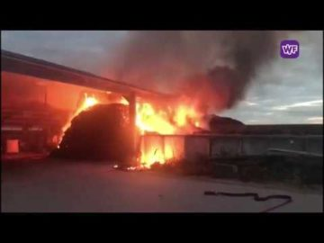 Brand in een stal bij een boerderij in ursem