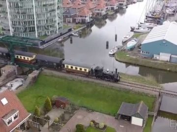 Stoomtrein vs oldtimer vs drone SHM Hoorn Medemblik